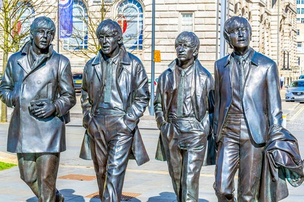 Statue av The Beatles i Liverpool